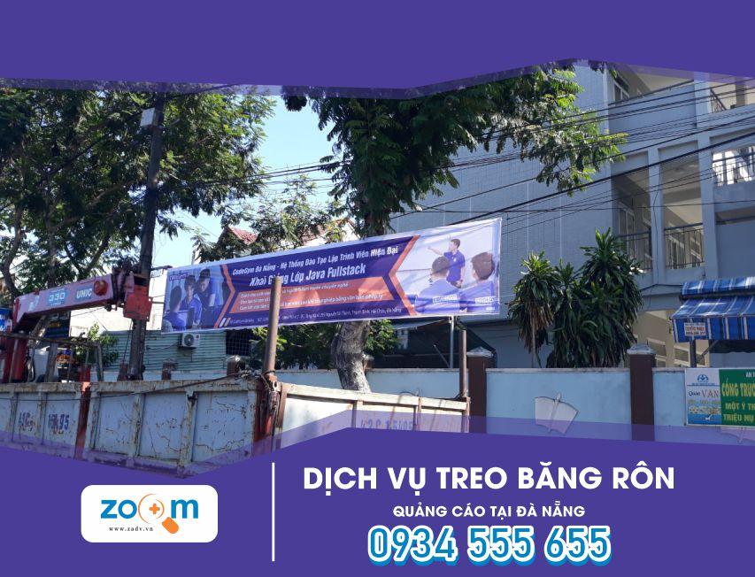 Treo băng rôn ở Đường Nguyễn Văn Linh Đà Nẵng